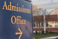 Early college admission has both pros and cons so consider options carefully