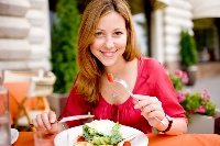 Develop healthy eating habits while dining out to reinforce your diet and weight