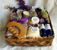 Knowing how to choose a gift basket makes giving presents simple
