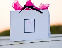Here's what to put in wedding guest welcome bags to delight your guests