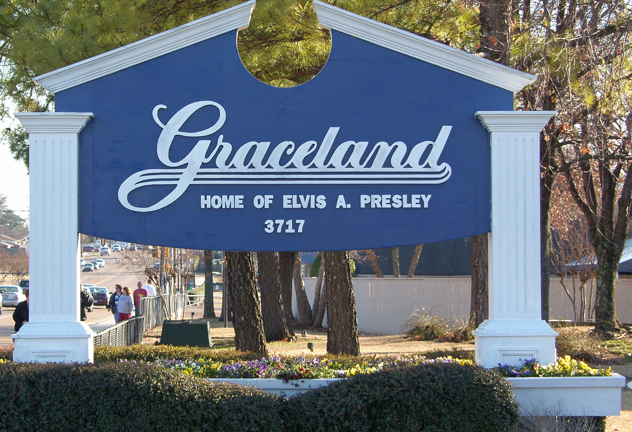 Fans may wonder how Elvis' home Graceland actually became a museum